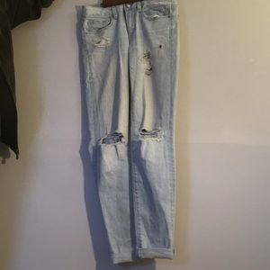 American Eagle light blue jeans with rips